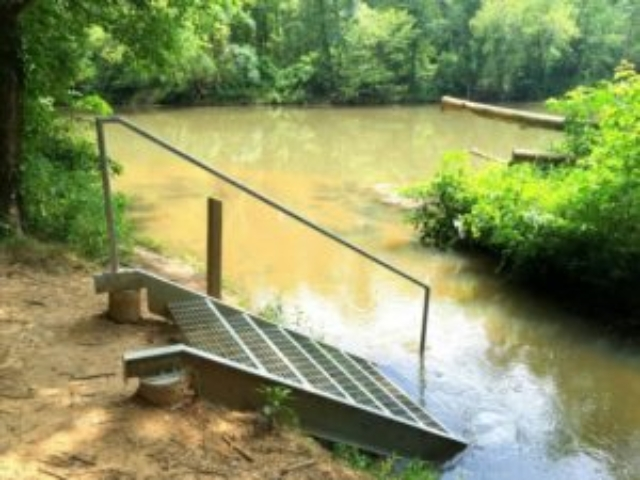 photo of kayak put-in steps at Indian Valley Paddle Access with the river and trees in the background